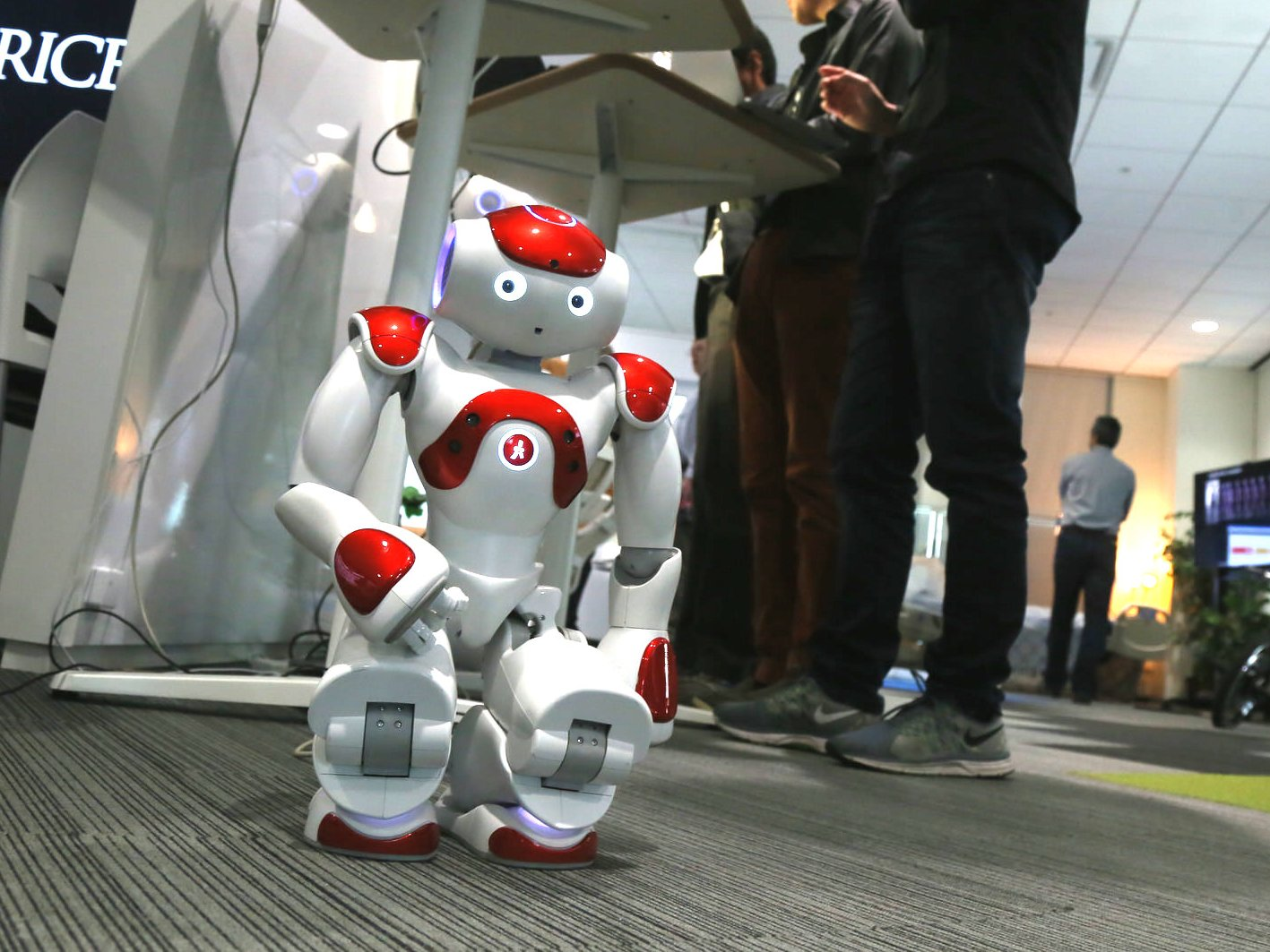 Robots Personnes Aider Les Âgées Ensemble Pour Kozh Des Tl1KcFJ